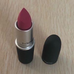 "BNIB! MAC Lipstick in 920 ""Velvet Punch""!"
